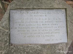 Lapide che commemora il sacrificio di Angelo Prisco