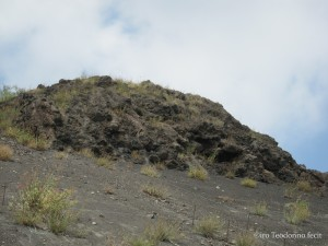 Lava consolidata su una fenditura del Cratere