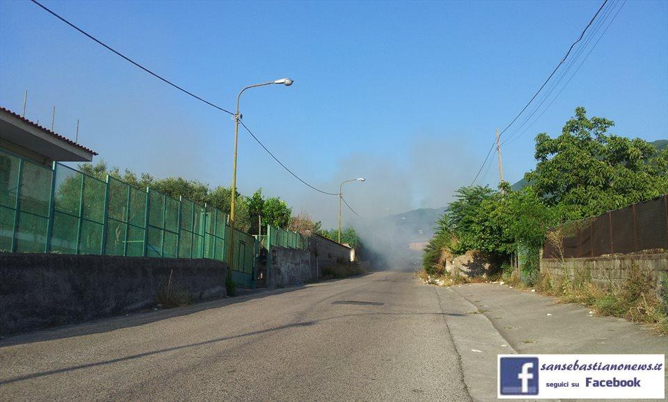 Via Panoramica, a fuoco la discarica abusiva