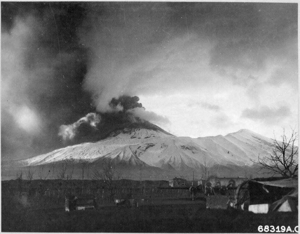 L'eruzione dal versante di Terzigno.