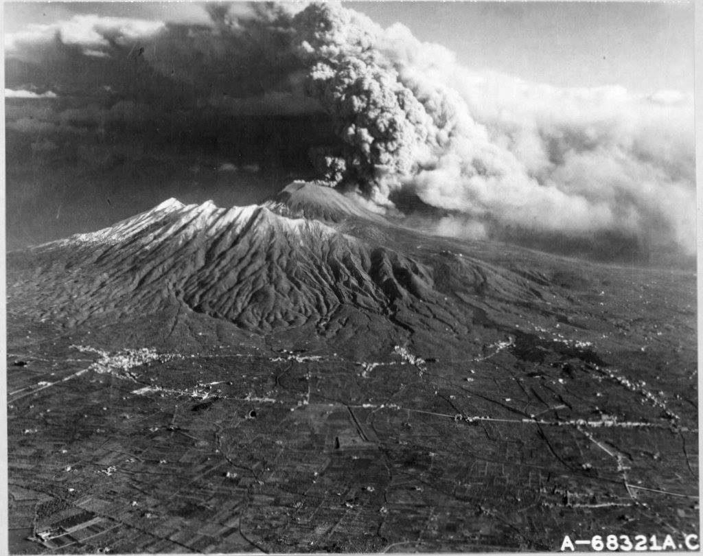 Foto aerea dell'eruzione.